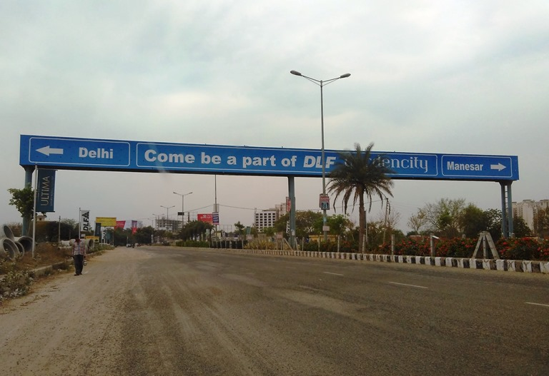 DLF Gardencity SIgnboard on entry from NH8