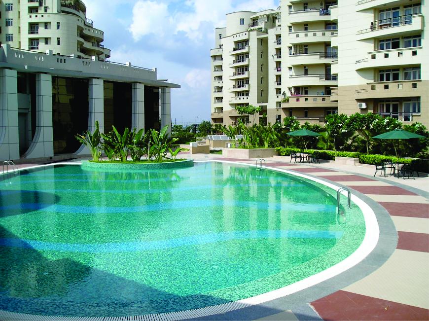 Sswimming pool at Eldeco Utopia