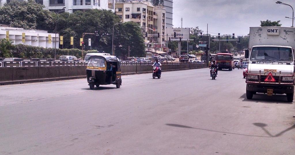 View of Nagar Road at Viman Nagar