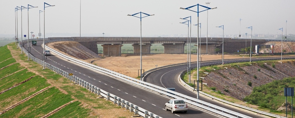 The Noida Greater Noida Expressway is one of the success stories of Noida infrastruture