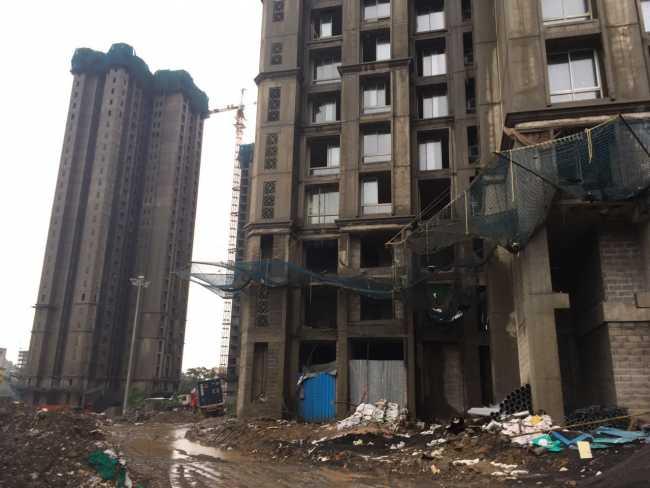 Hiranandani One Park: Building under construction